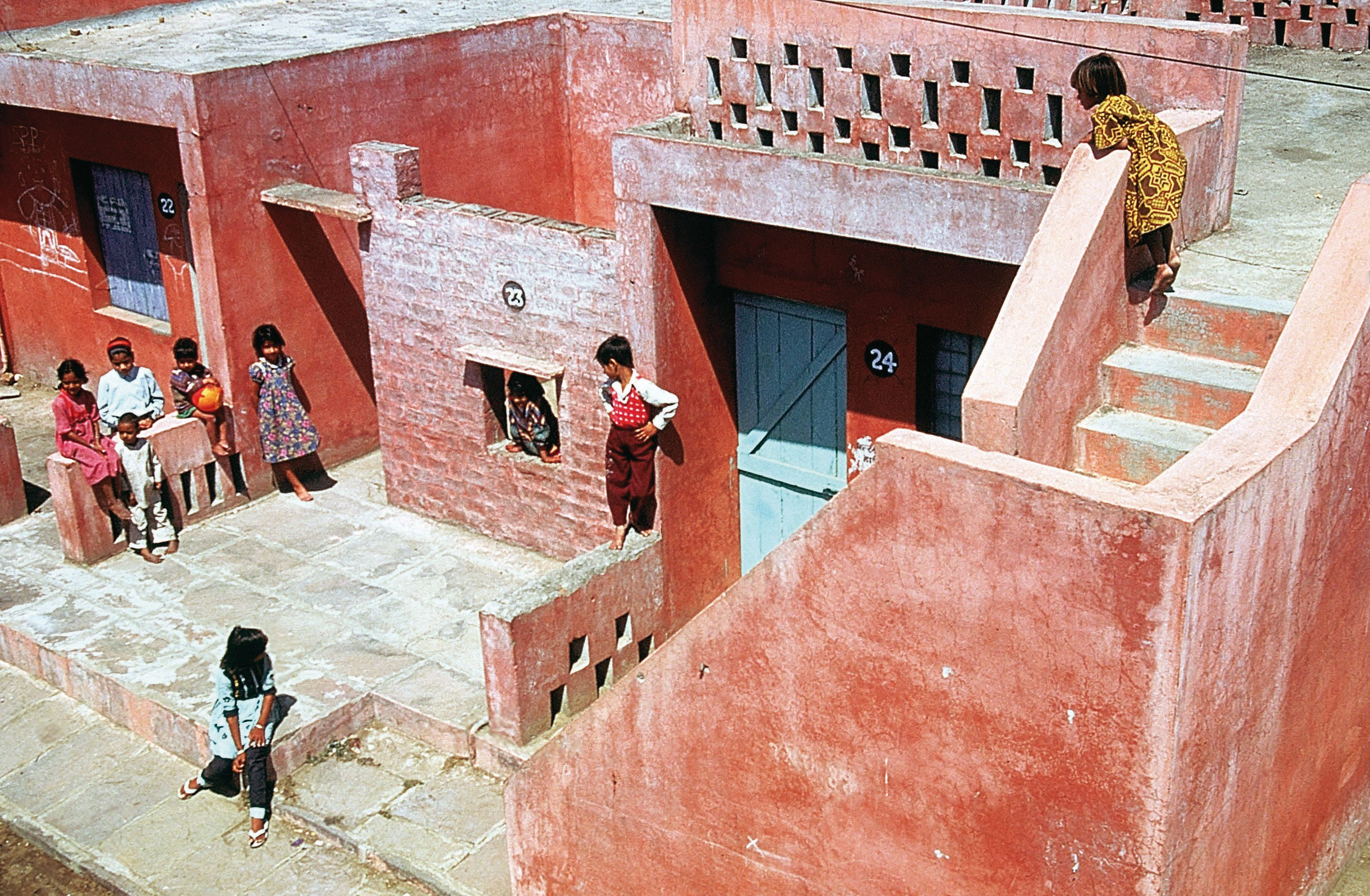 Aranya Community Housing, Indore,India (1986) l
