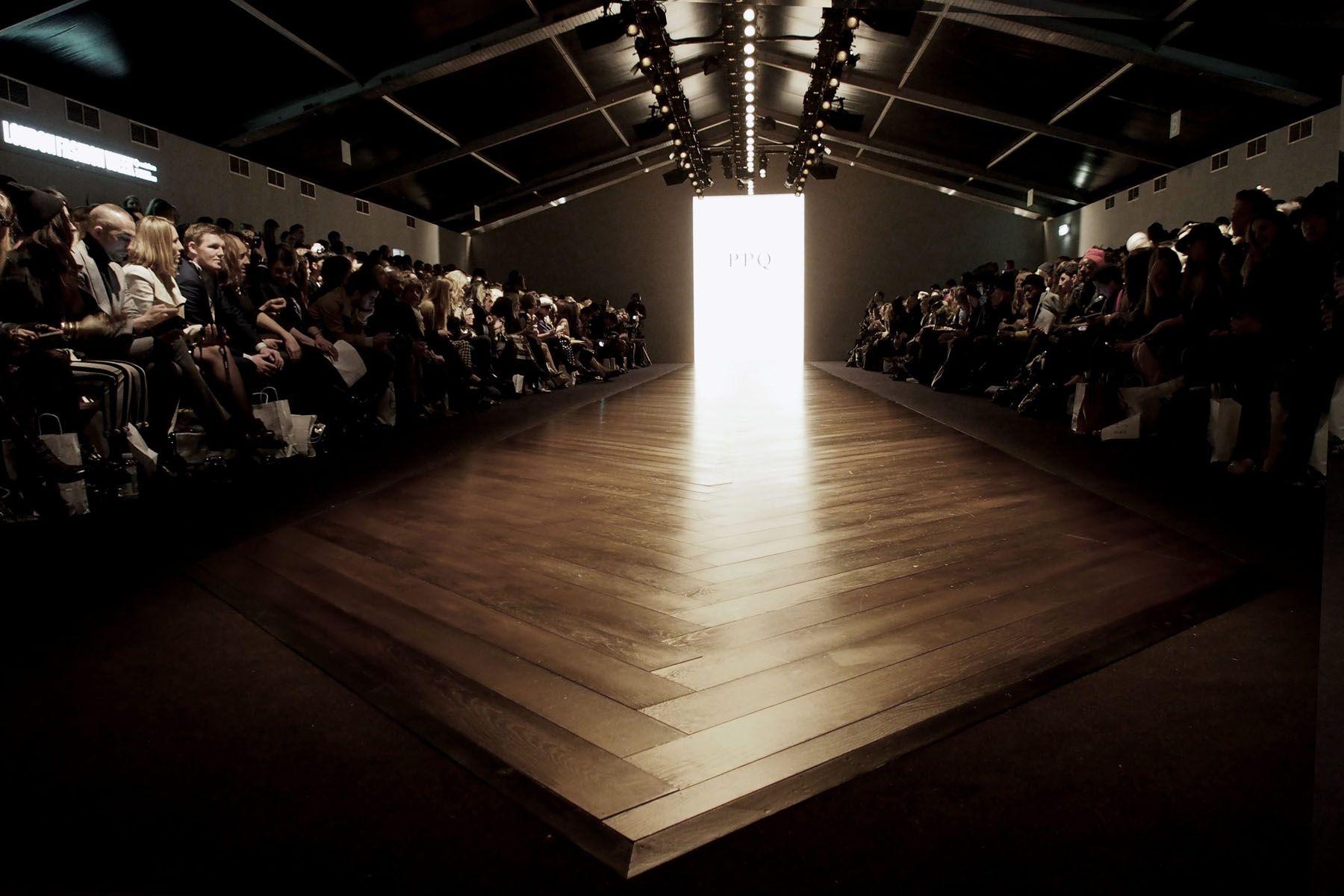 static fashion show Cerca con Google Fashion Show