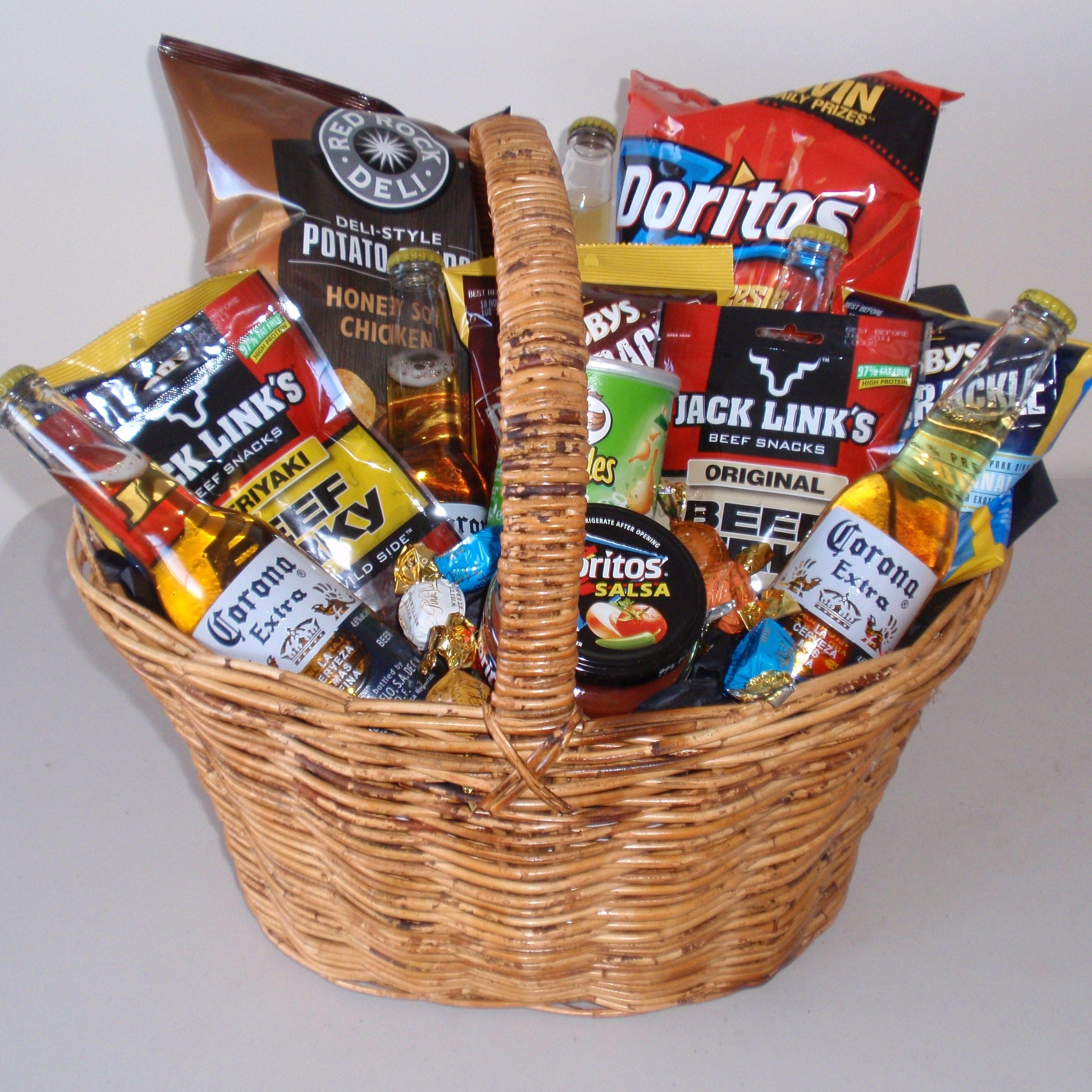 Beer gift basket DO iT YOURSELF Pinterest Beer gifts
