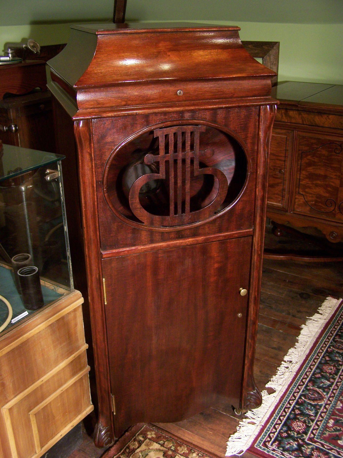 The Edison Amberola upright model. Vintage Phonographs
