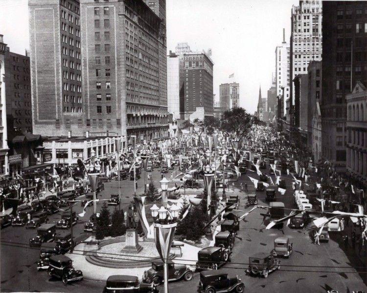 Detroit 1920s Washington Boulevard bustles in the late