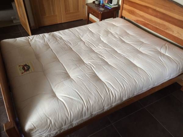 Queen Size Wellspring Futon Mattress 8 Thick Like New Used As A Guest