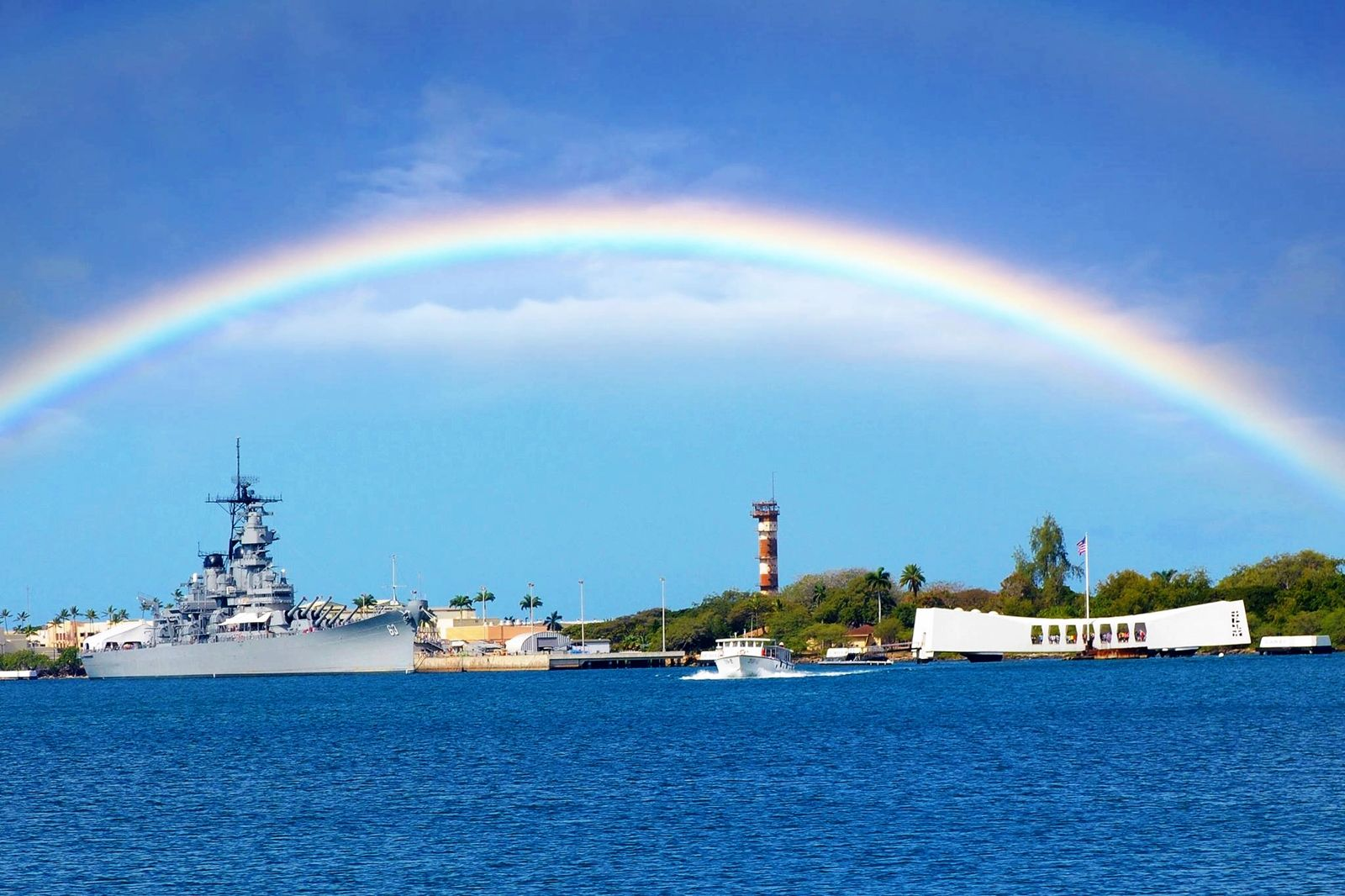 Such a wonderful picture of the USS Arizona Memorial, the