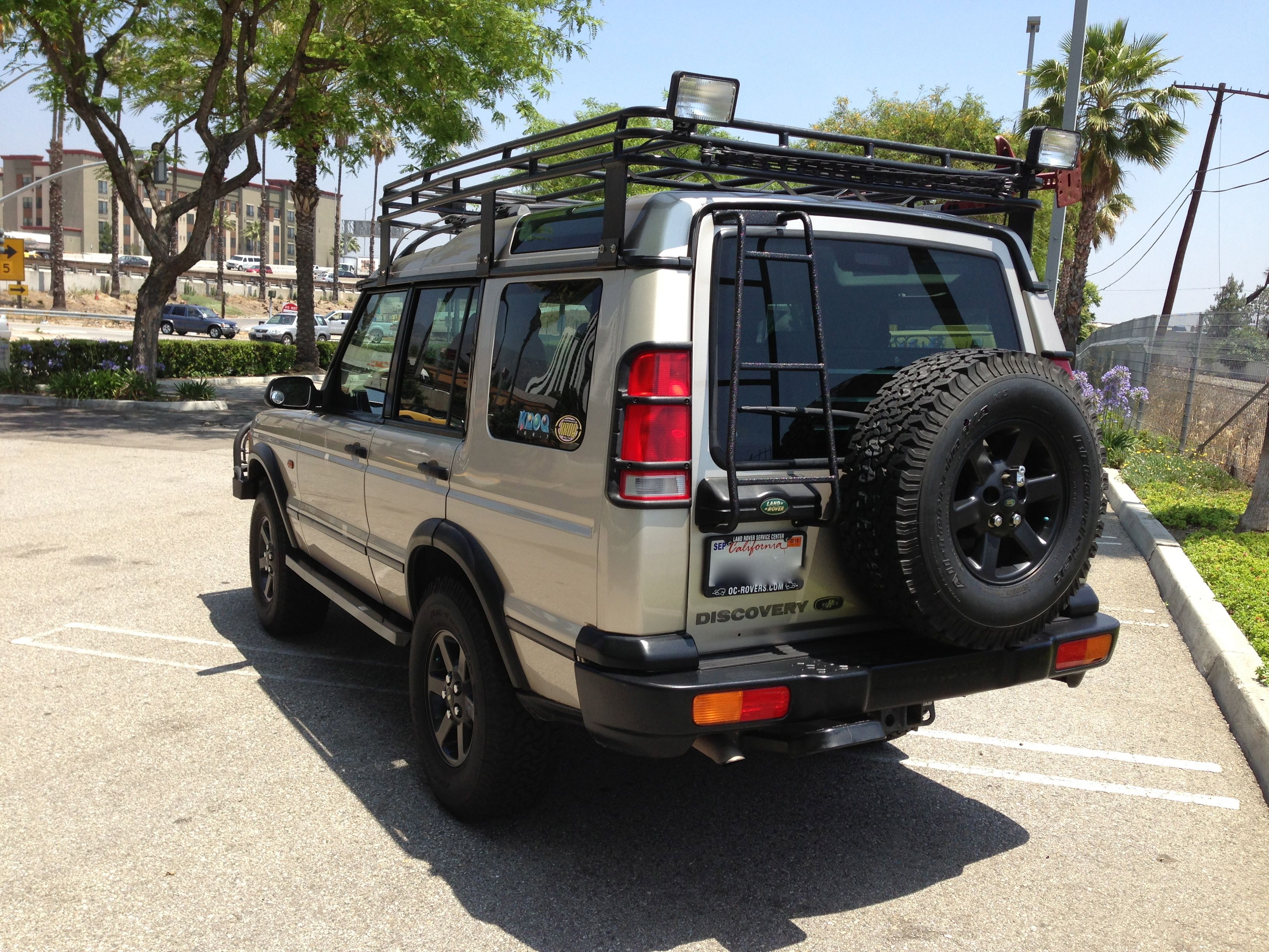2001 Land Rover SE7 Discovery II Car for the pups