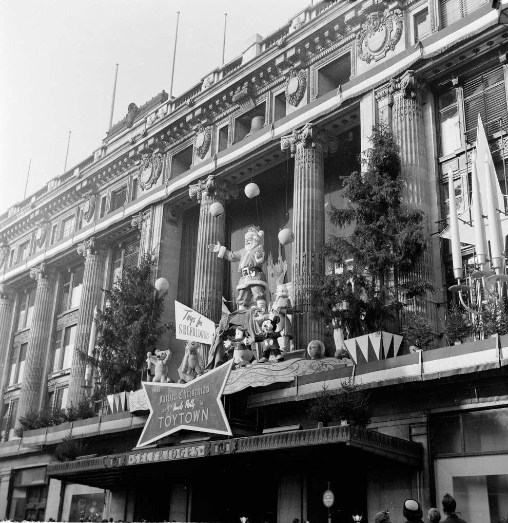 16 Magical Photos Of OldTime Festive London History