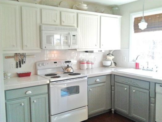 I Like The Two Tone Painted Cabinets And Think It Works With Extra Texture Painting Oak Whitepainted Cabinetsgrey Kitchen