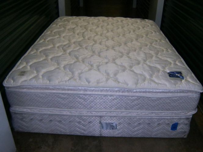 Queen Size Pillow Top Serta Perfect Sleeper Mattress Box Spring In Queensizemattressandboxsprings Garage