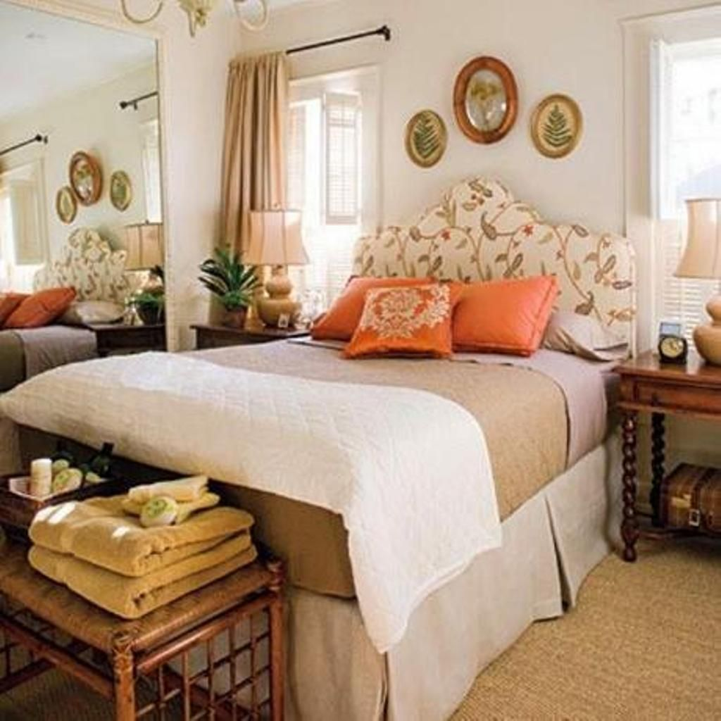 Cozy Guest Bedroom Decor With Stylish Floral Curvy ...