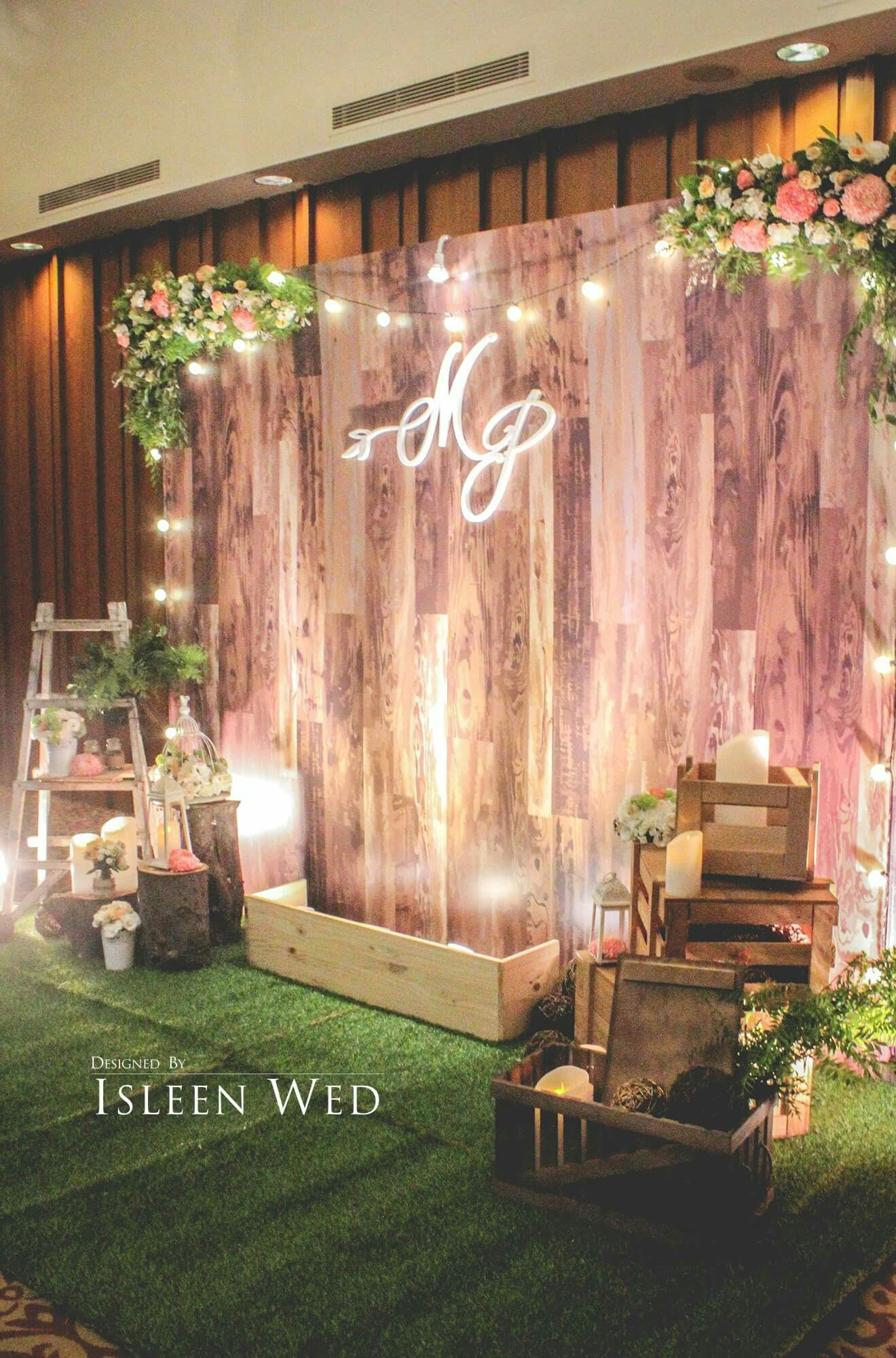Stunning wooden backdrop! Perfect for many different