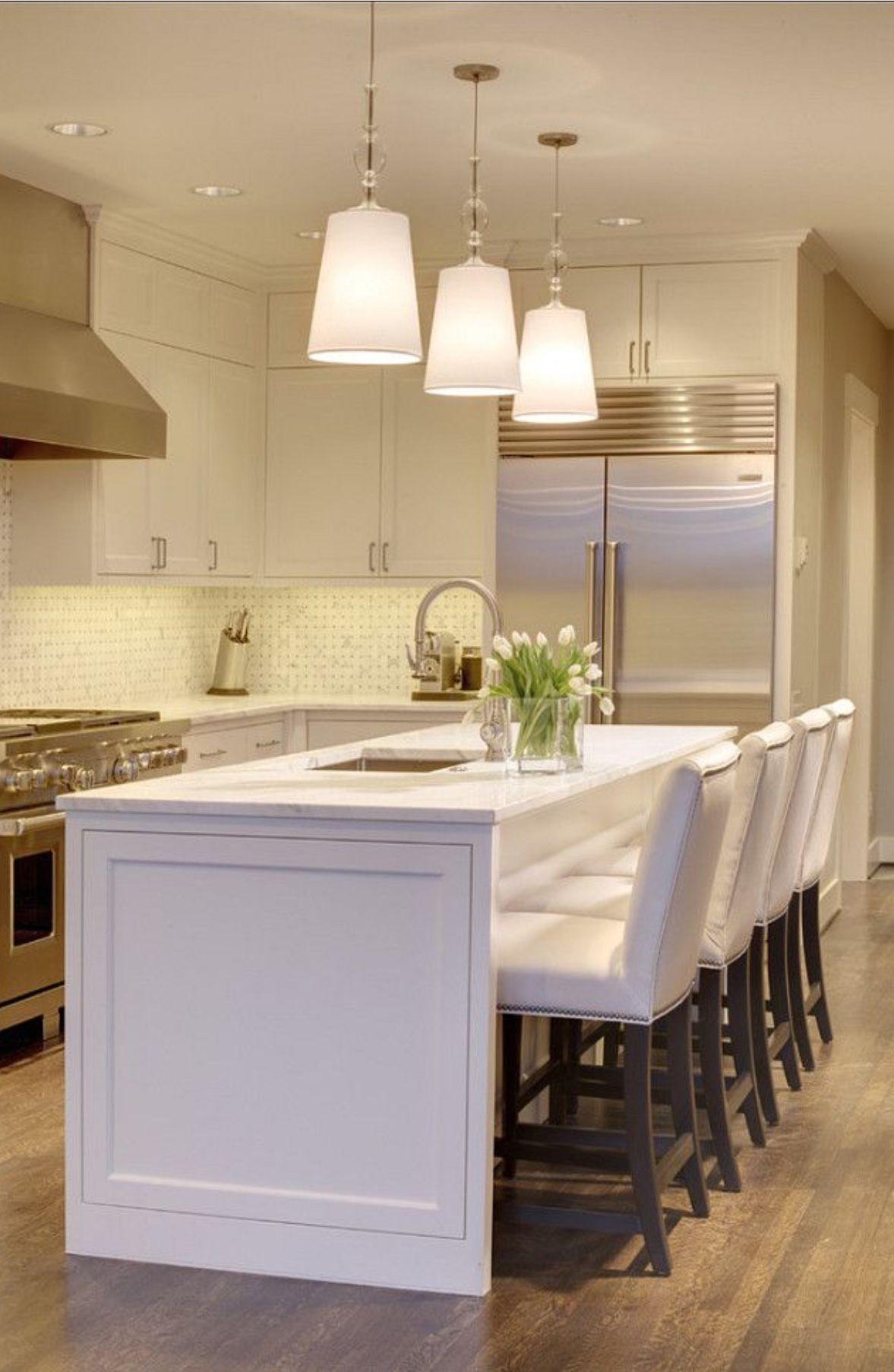 Beautiful kitchen. Tiled splash back and awesome White