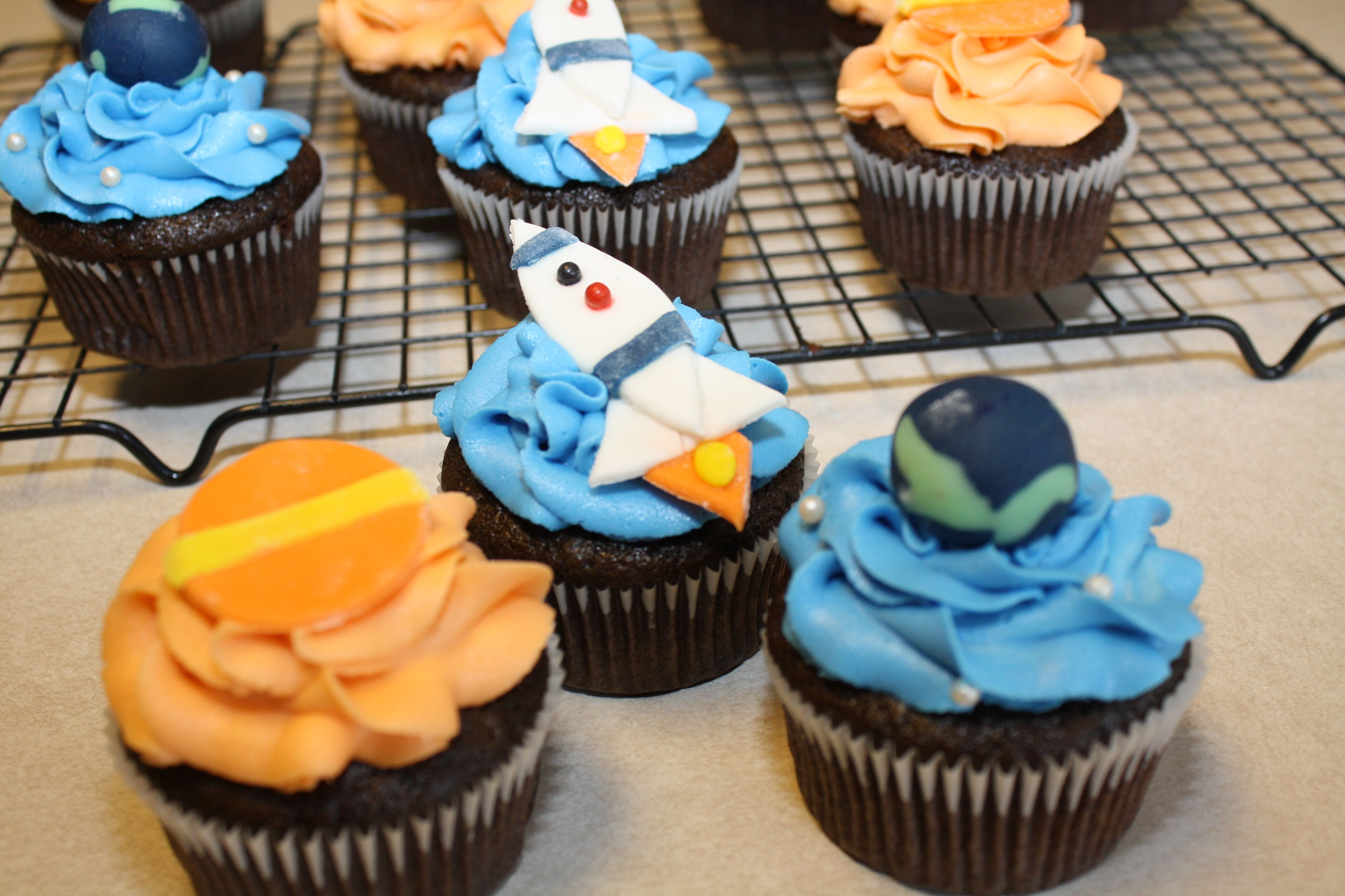 Spaceship Cupcakes Rocket Ship Planet And Earth