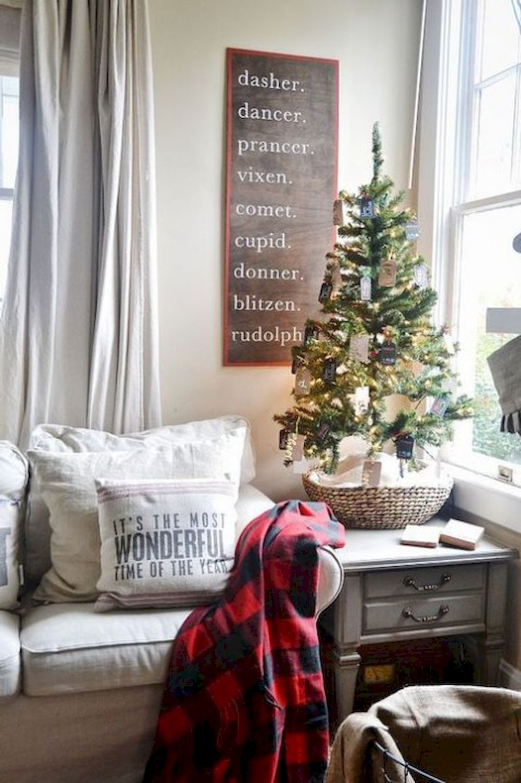 60 DIY On A Budget Apartment Decorating Christmas Ideas   Holidays     60 DIY On A Budget Apartment Decorating Christmas Ideas