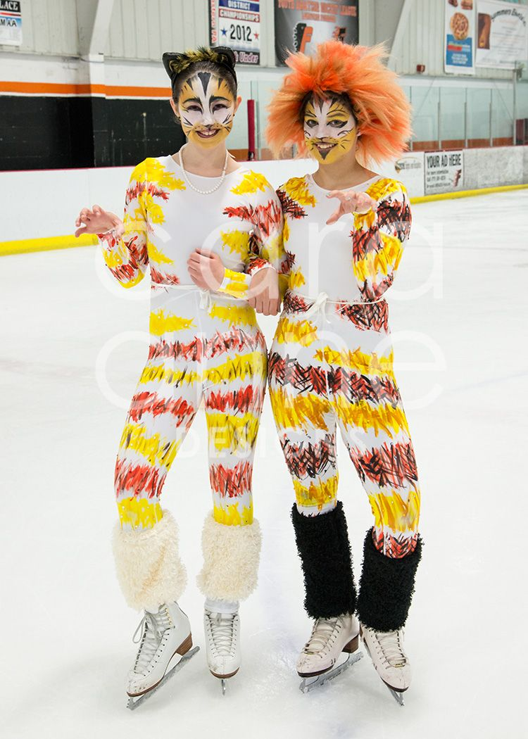 Ice Show /Mungojerrie & Rumpleteazer (CATS on Ice) skating