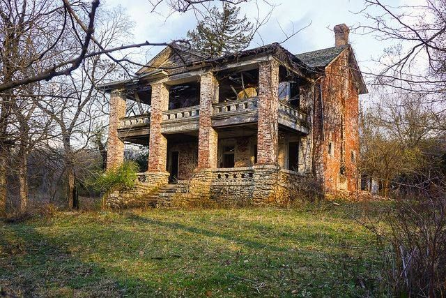 Old Plantation House Abandoned, Abandoned buildings and