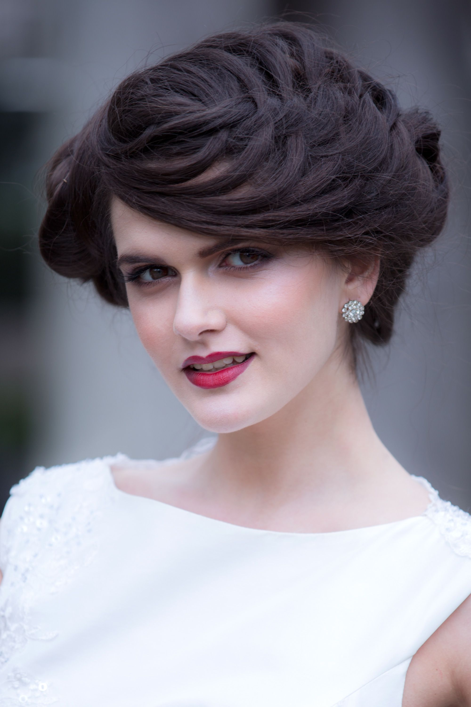 Stunning vintage wedding hairstyle