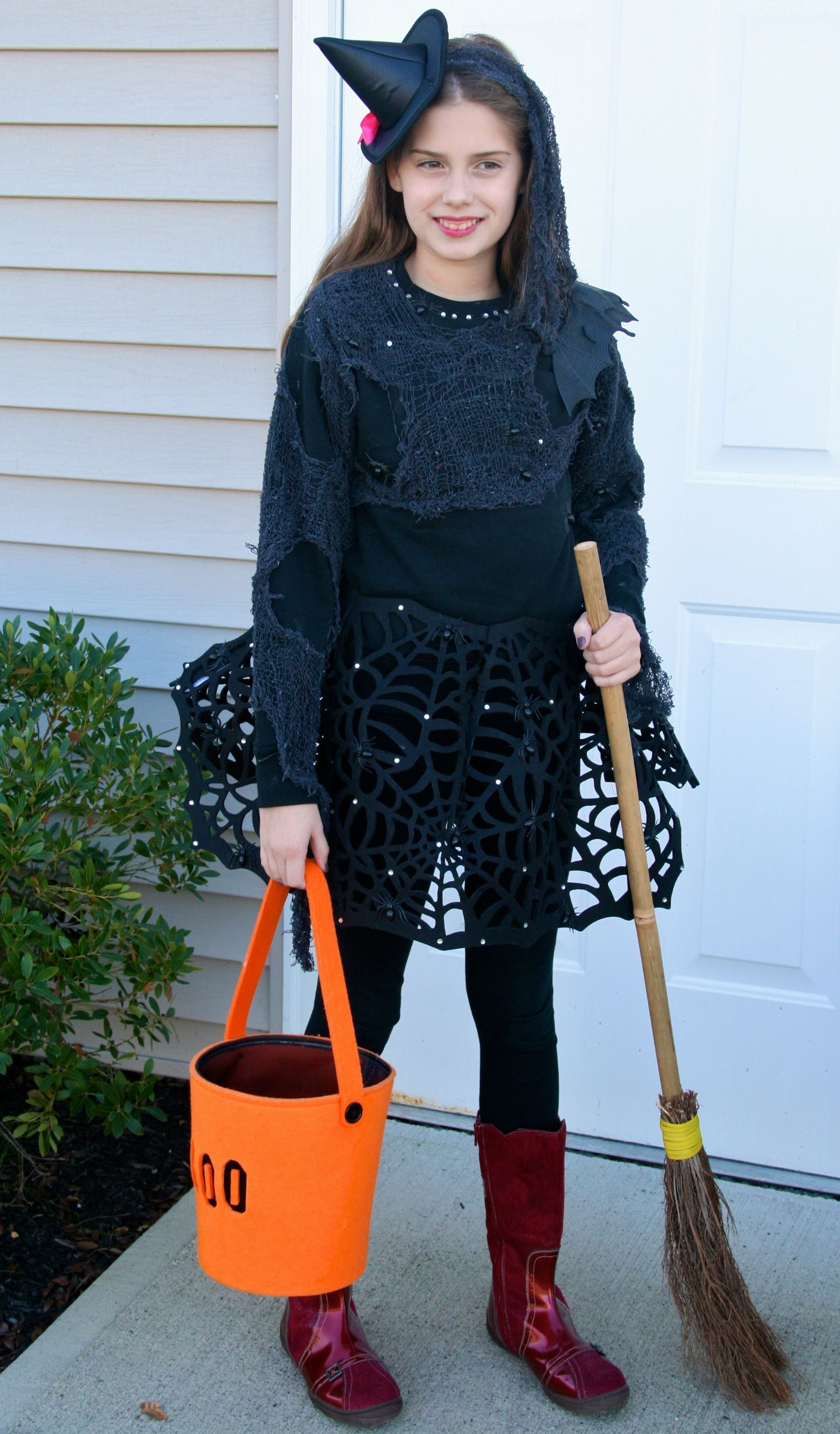 Instructions to DIY witch Halloween costume. I like the