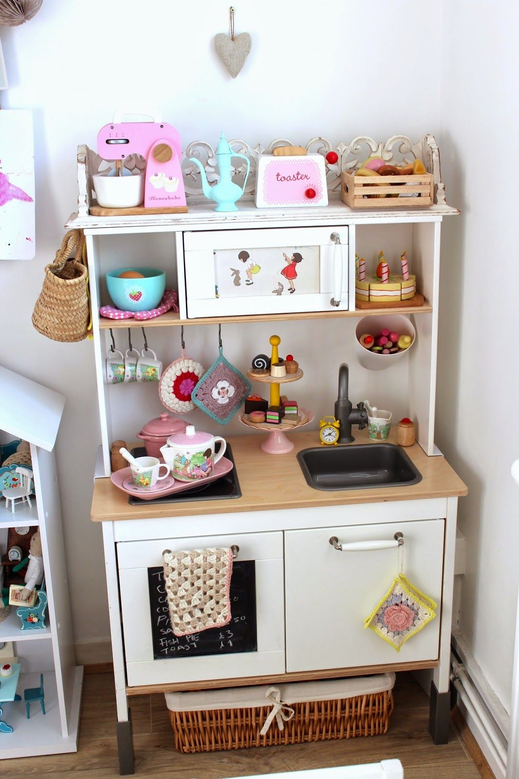 esra's play kitchen... Ikea duktig hack... kidsworld
