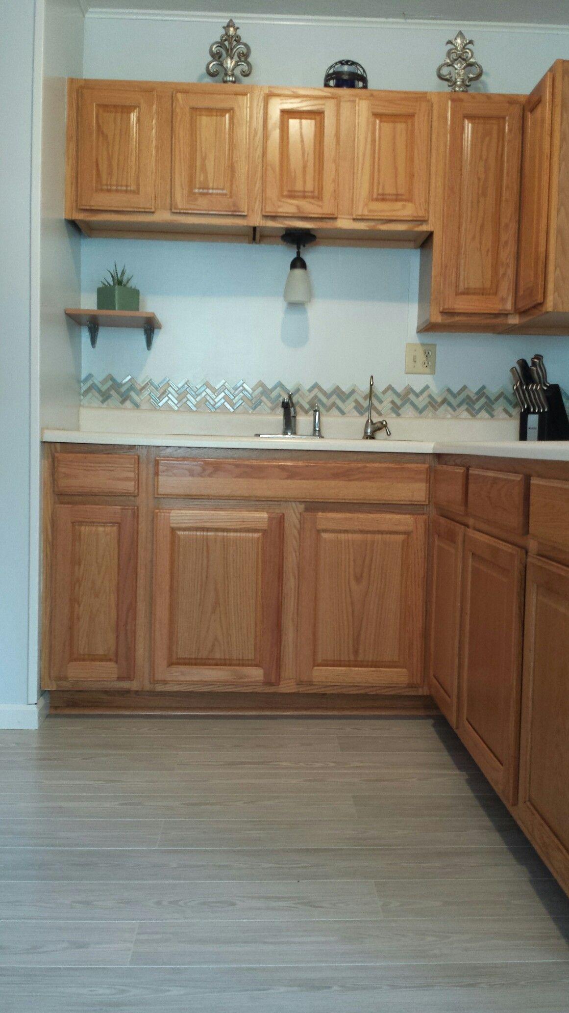 Honey oak kitchen with gray Pergo Willow Lake