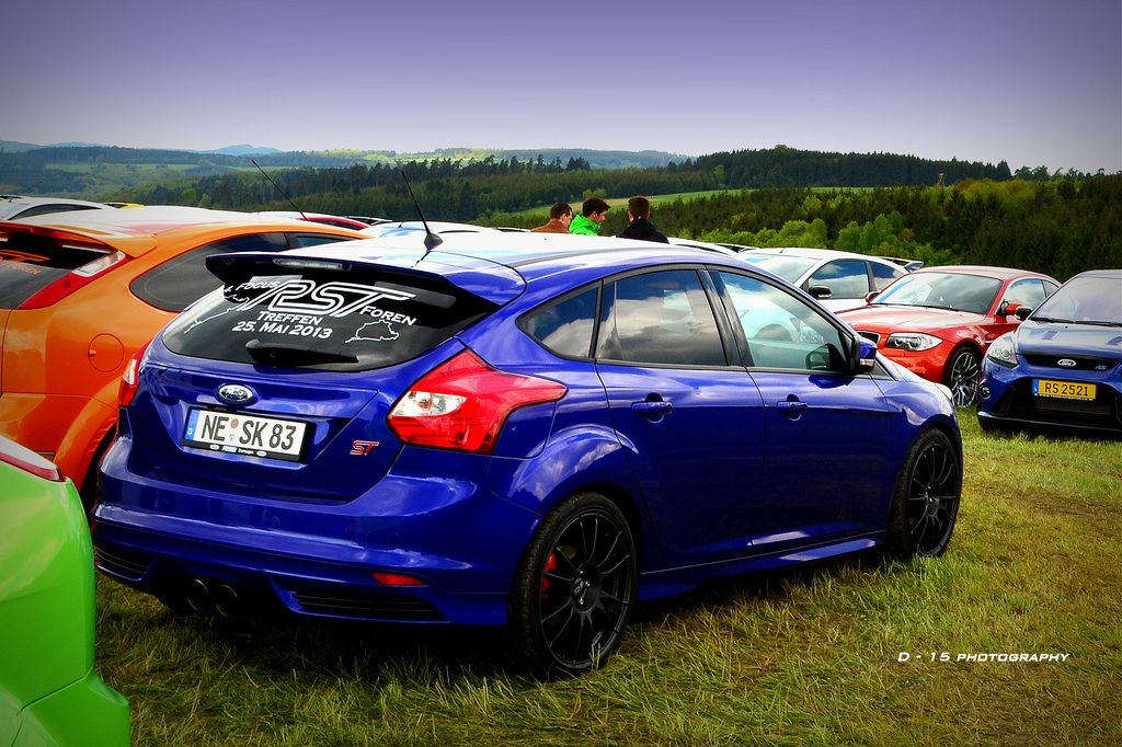 Blue Ford Focus ST Hatchback with Black rims FordFocus