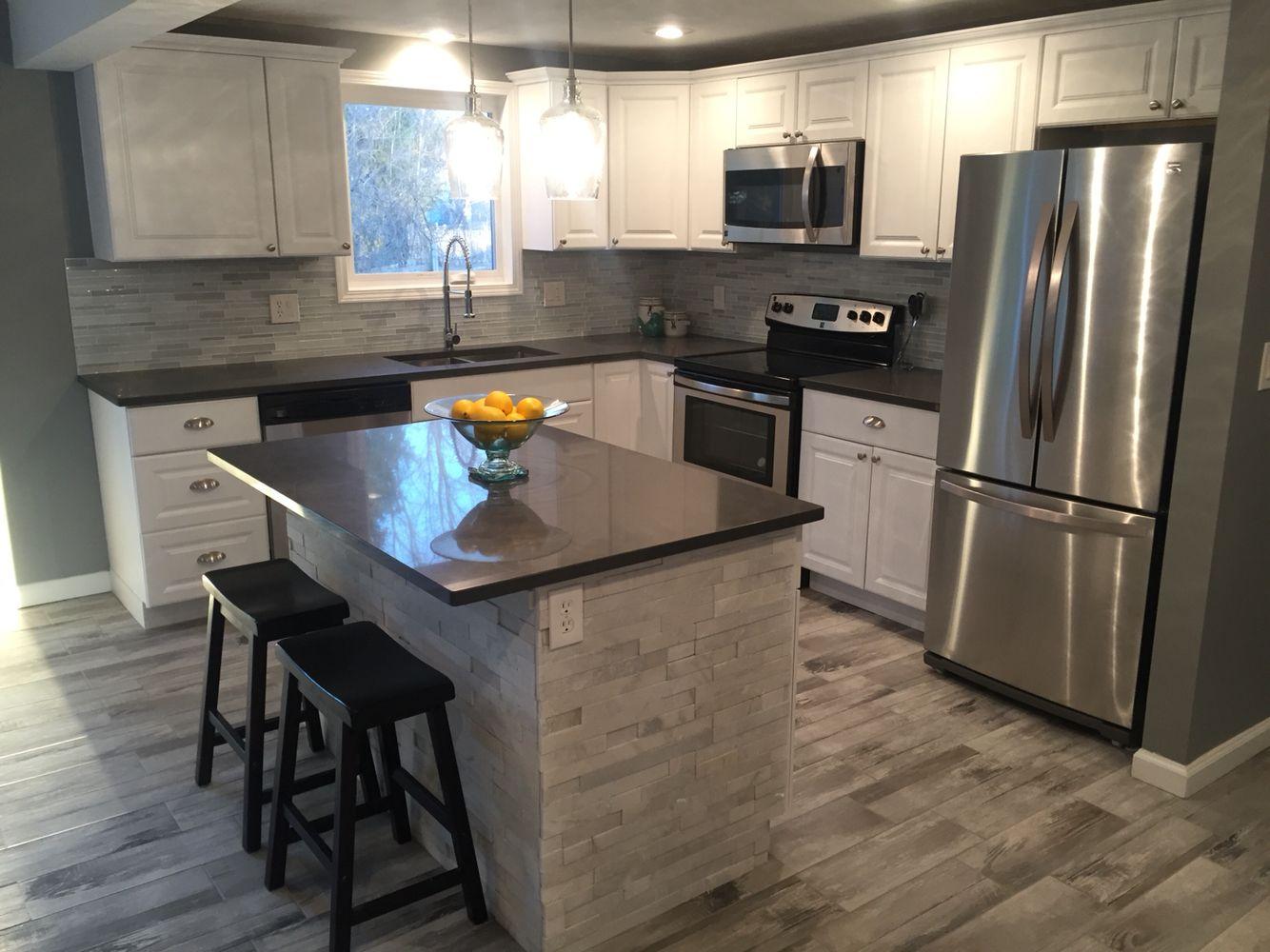 Modern Kitchen Gleaming white quartz counter