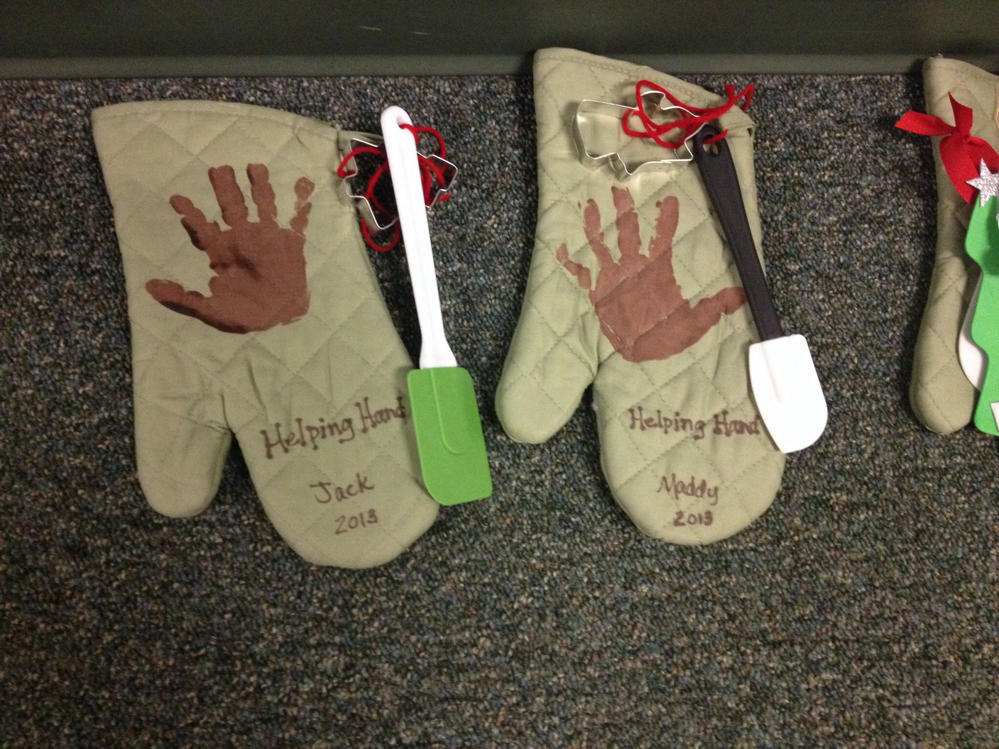 Helping Hand oven mitts as Christmas gifts for parents