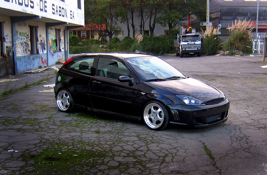 Black, Low Ford Focus mk1, big rims, double exhaust, Led
