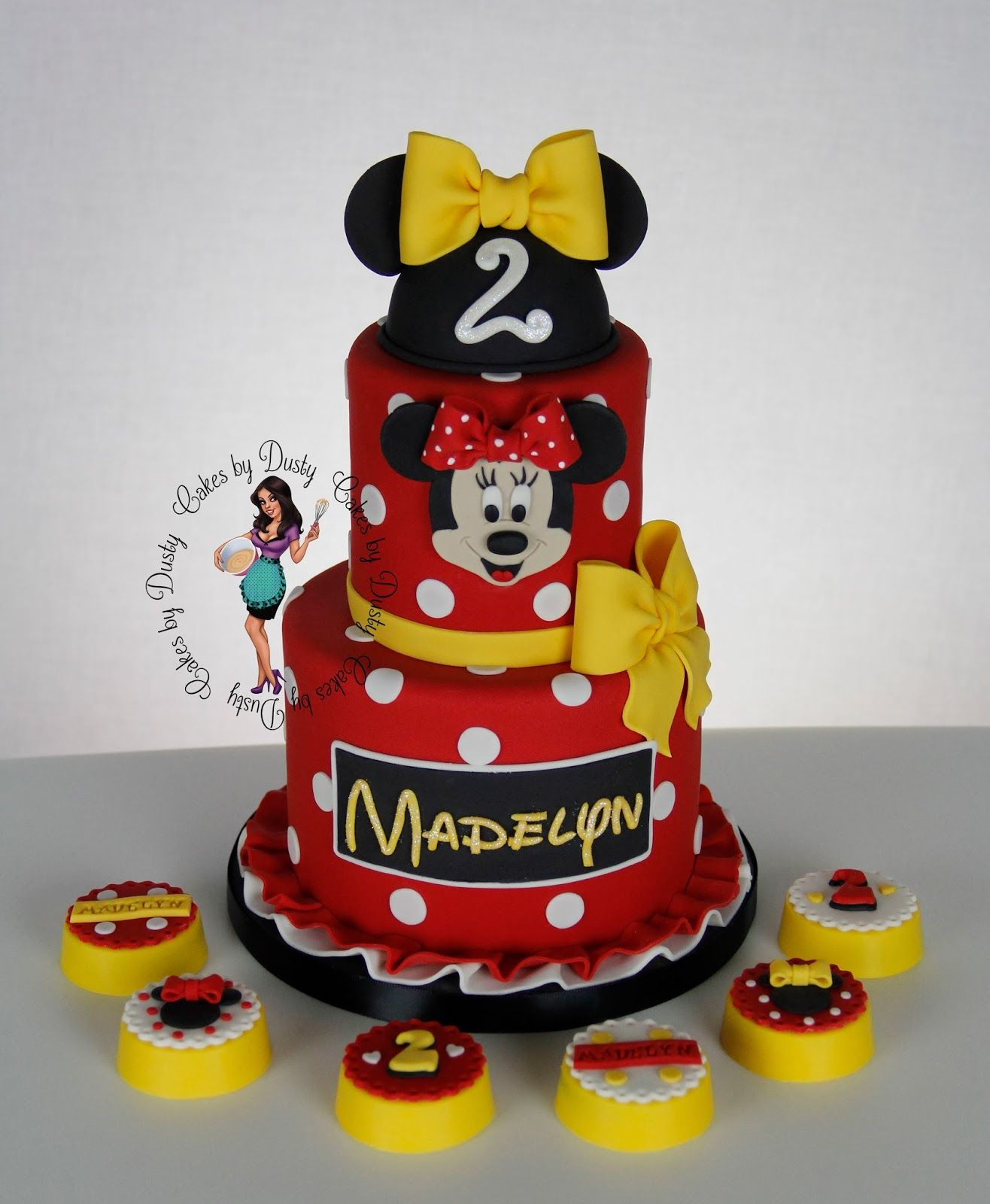 Red Amp White Minnie Mouse Cake With Matching Cookies