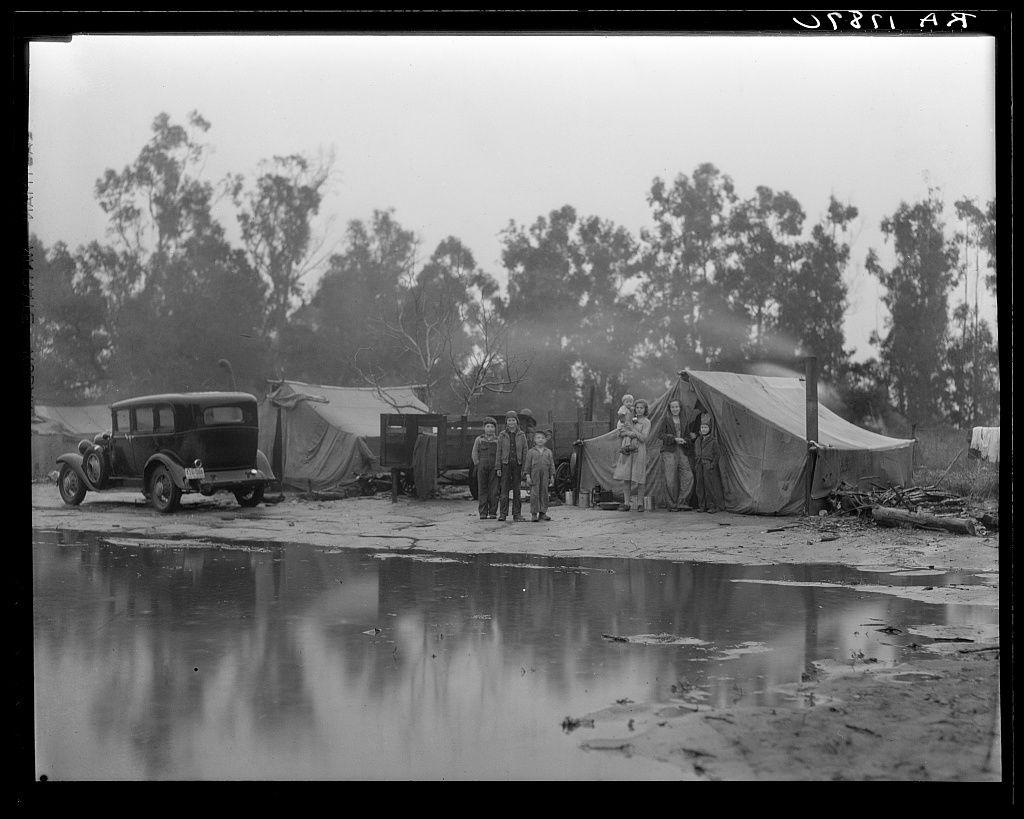 Dorothea Lange. Migrant pea pickers camp in the rain