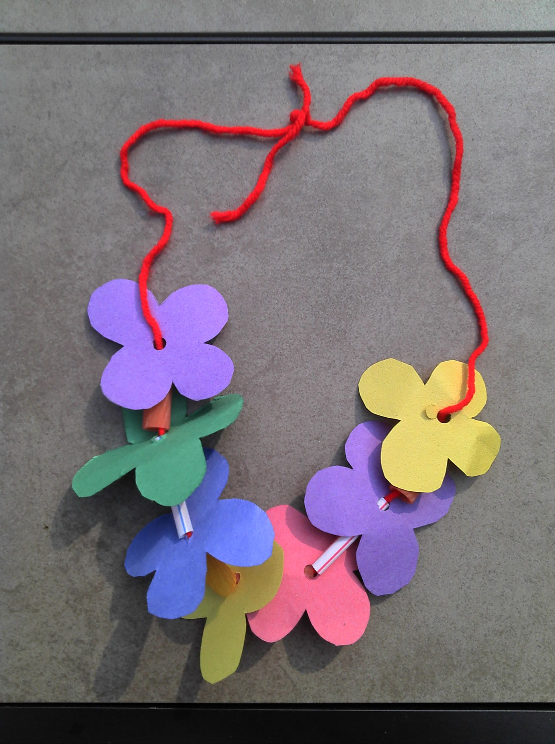 Lei Can Be Made With Construction Paper Yarn Amp Solid Colored Straws As Spacers