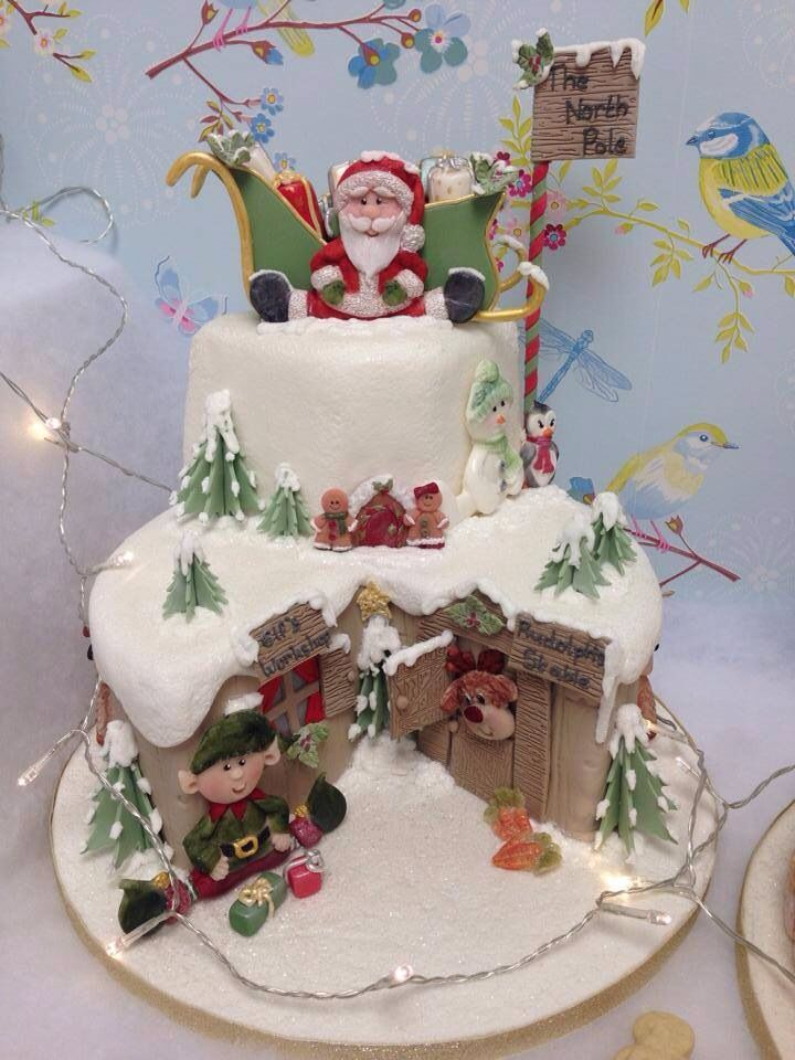 What a great Christmas cake for the kids!... Festive