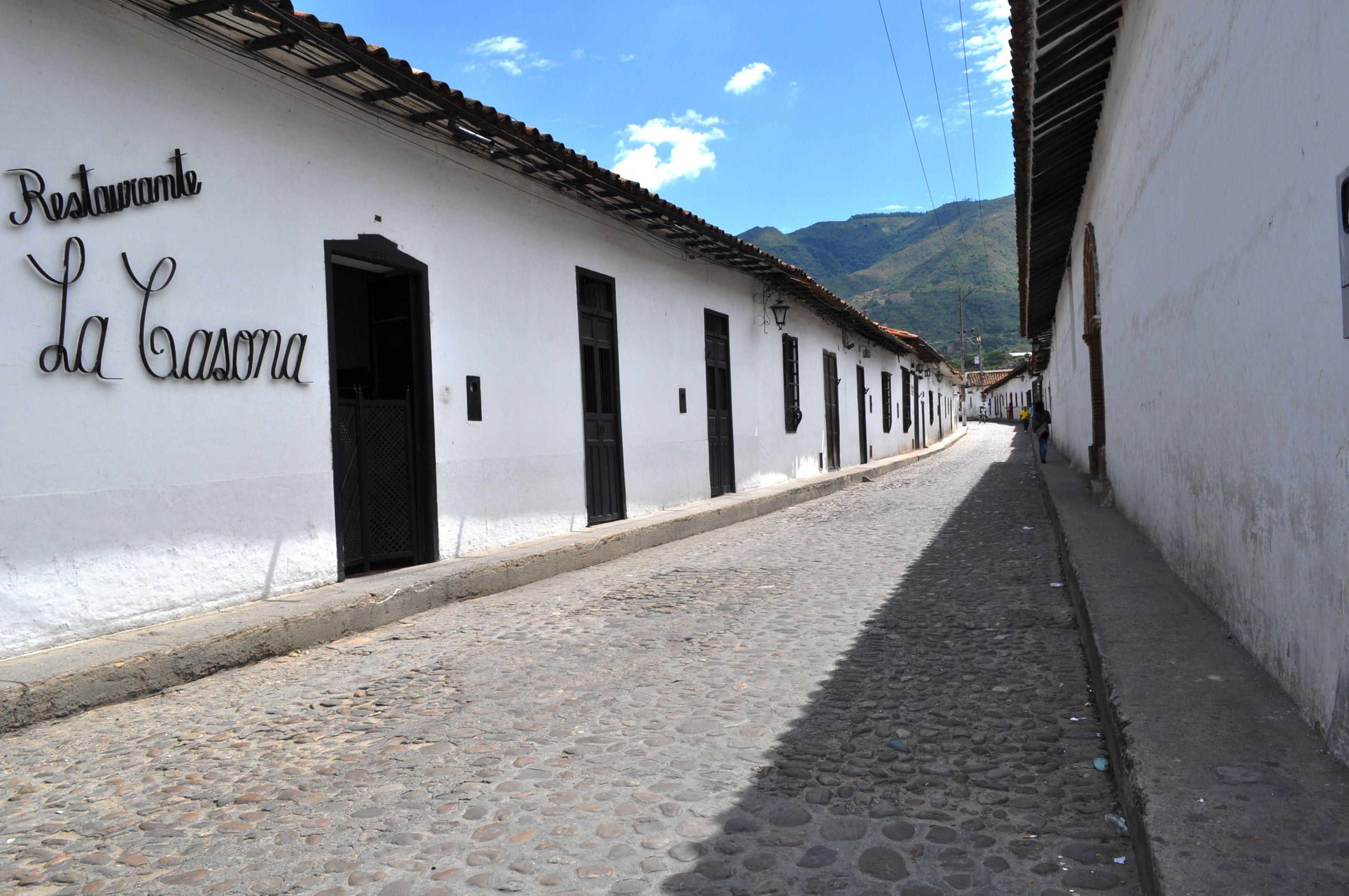 Colombia Calle empedrada de San Juan de Giròn, Santander