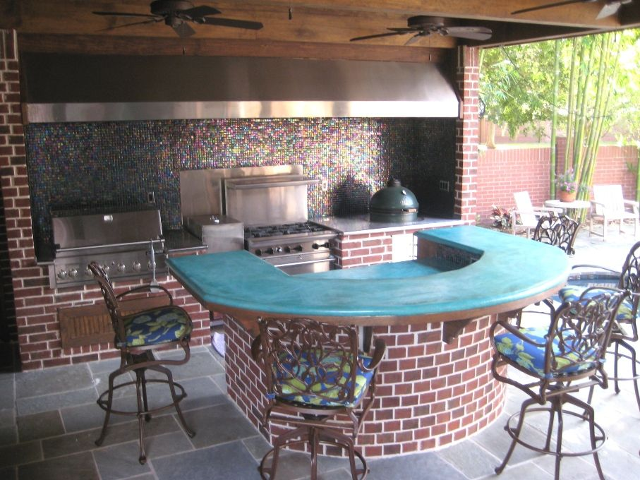 Outdoor kitchen in the Sugar Land, Texas area with large