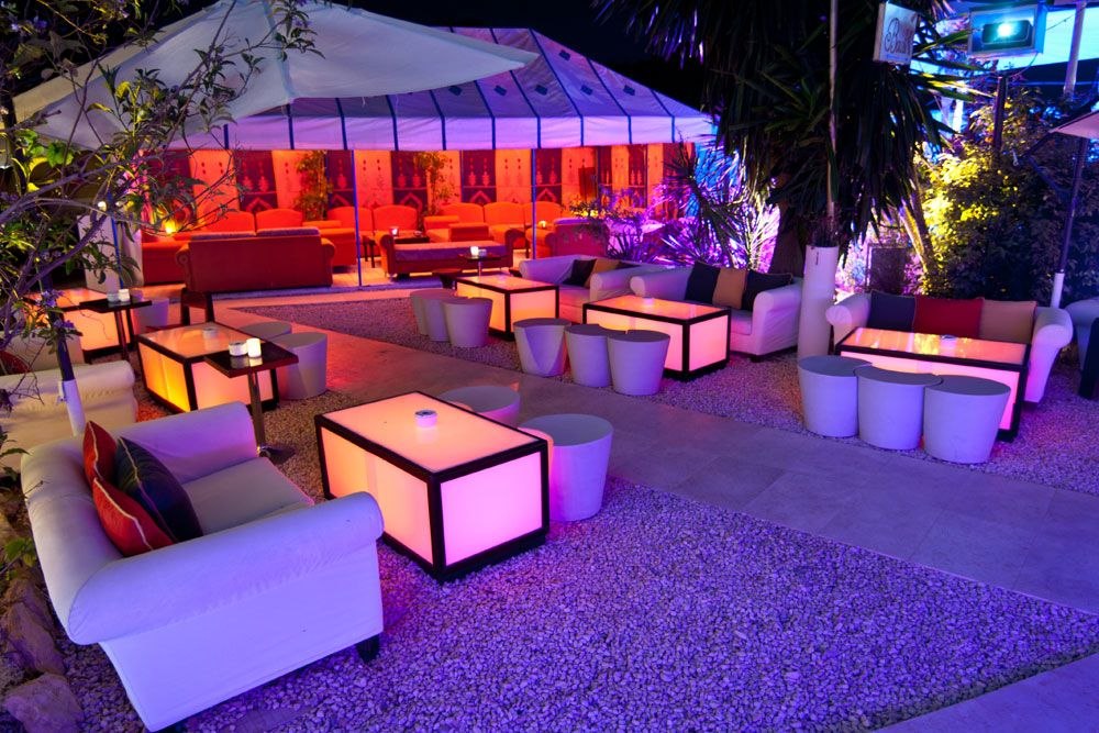 KM5 lounge bar and restaurant in Beautiful