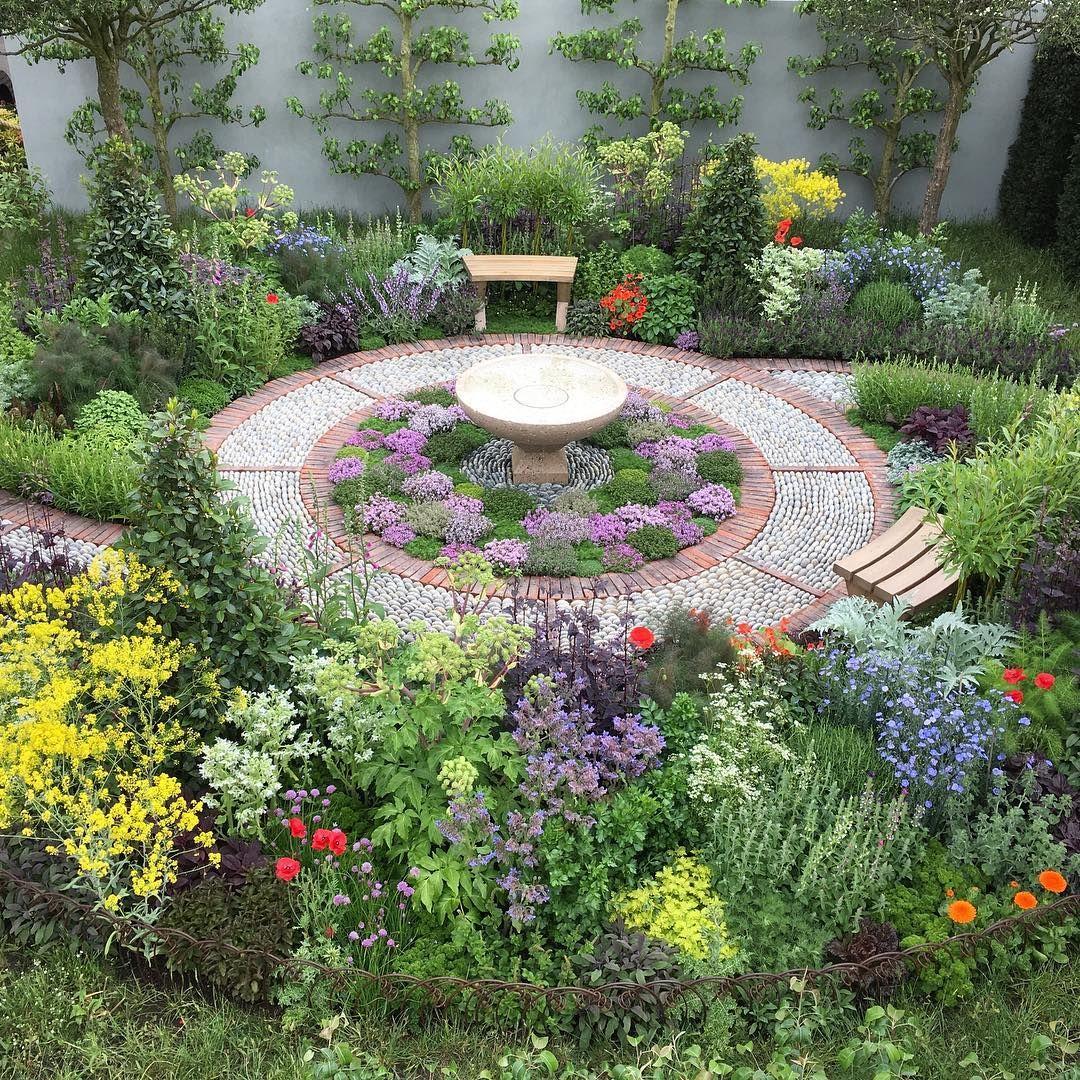 Jekka McVicar designed this Modern Apothecary garden for