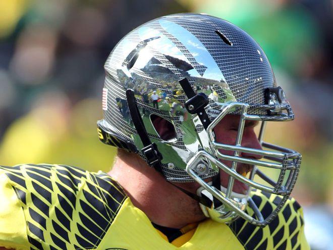 A Closer Look At Oregons All New Carbon Fiber Helmet For  Goducks