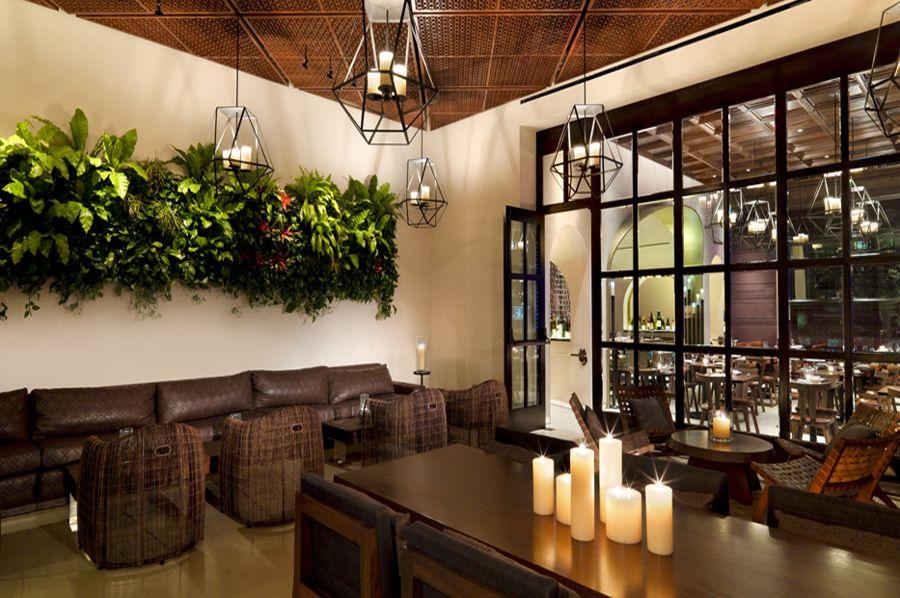 Classcic Elegant Restaurant Interior Design of La Cave