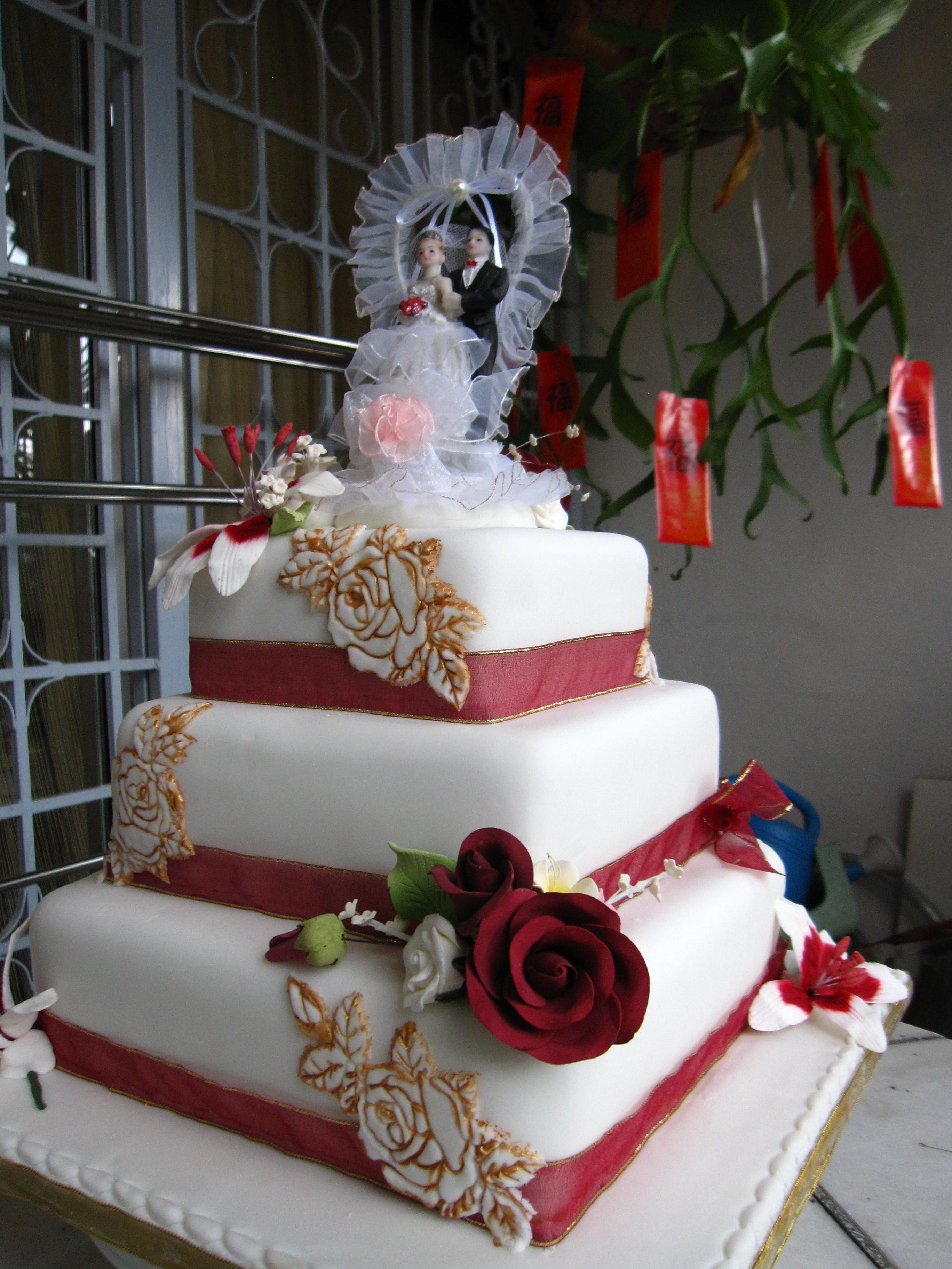 Wedding Cake Idea For Norwich Sweethearts Maroon And Gold