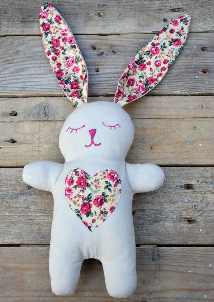 Snuggle Bunny Free pattern and tutorial Dolls & Softies