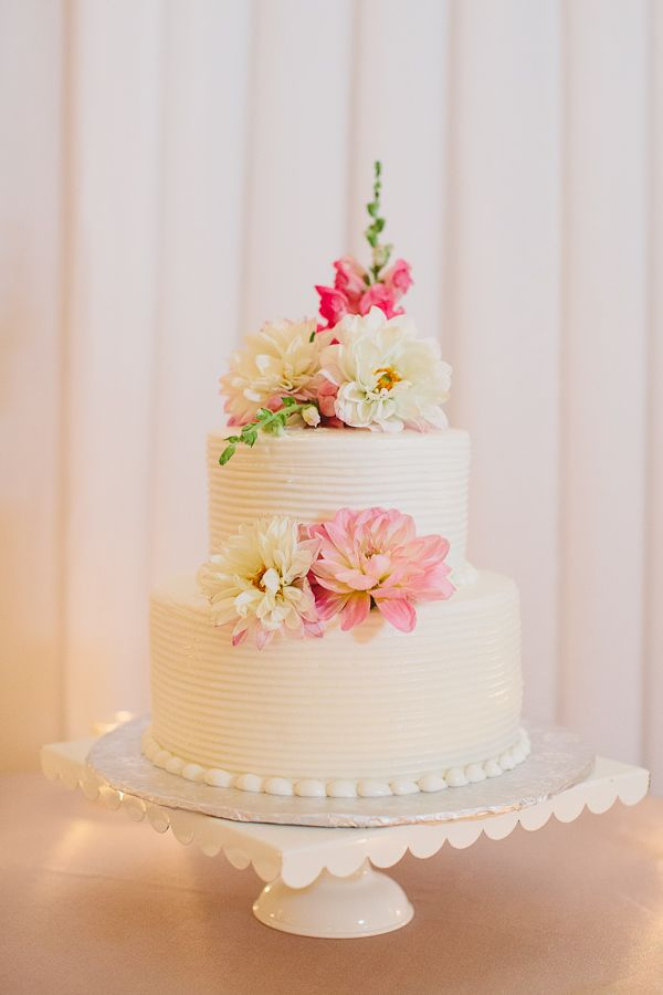 Two Tier Round Wedding Cake With Flowers Round Wedding