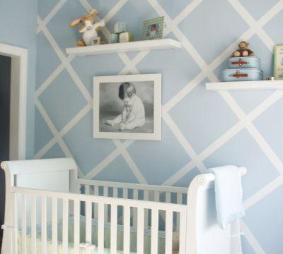 babyzimmer-einrichten-und-babyzimmer-streichen-idee-in-blau-und