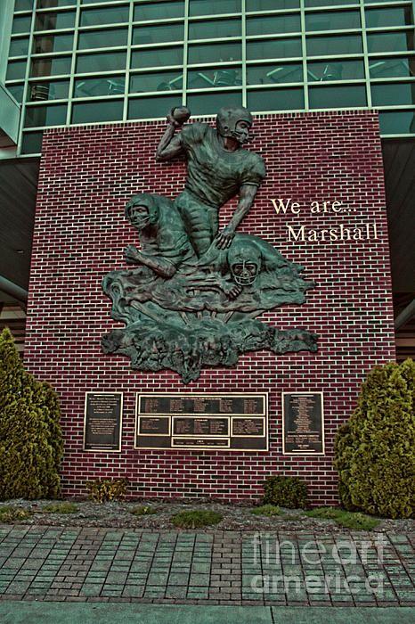 The Thundering Herd Marshall university, Football