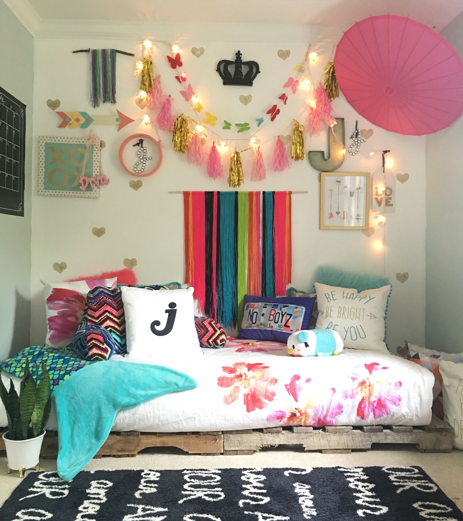 Boho Chic Tween Girls Bedroom With Pallet Bed Styled By