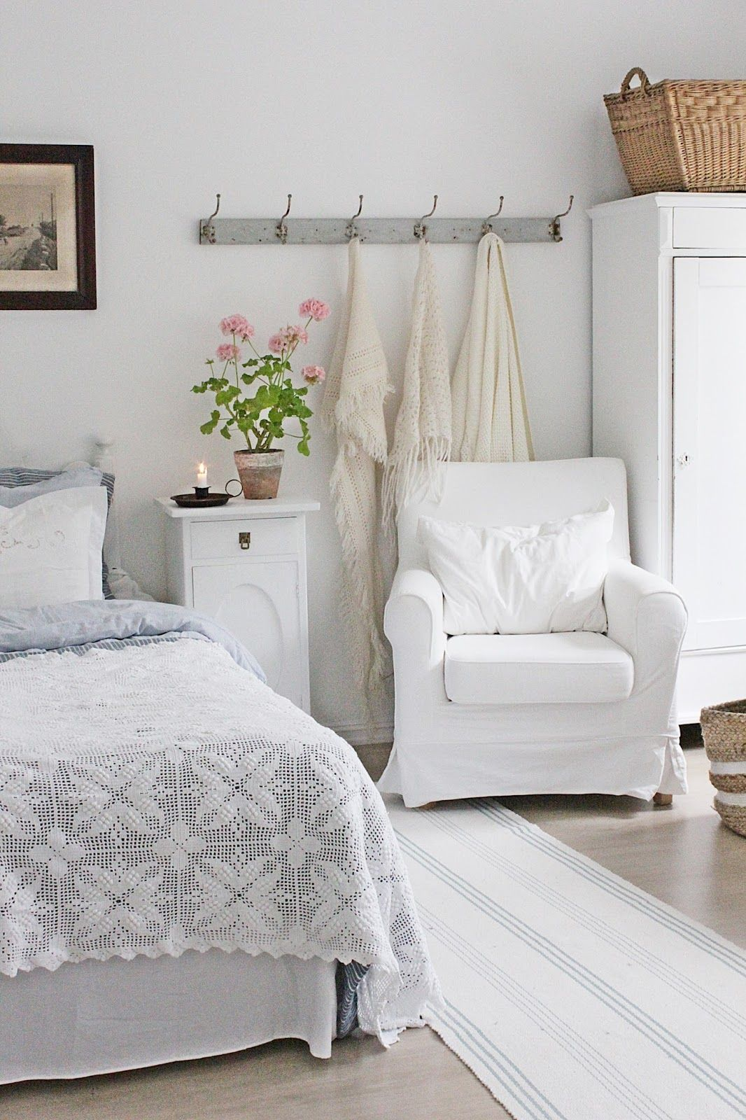 VIBEKE DESIGN white on white farmhouse bedroom