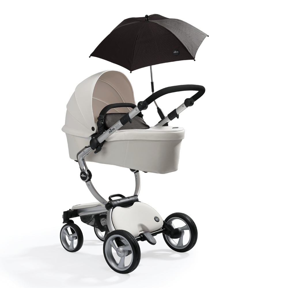 white mima xari in carrycot mode with black softgoods and