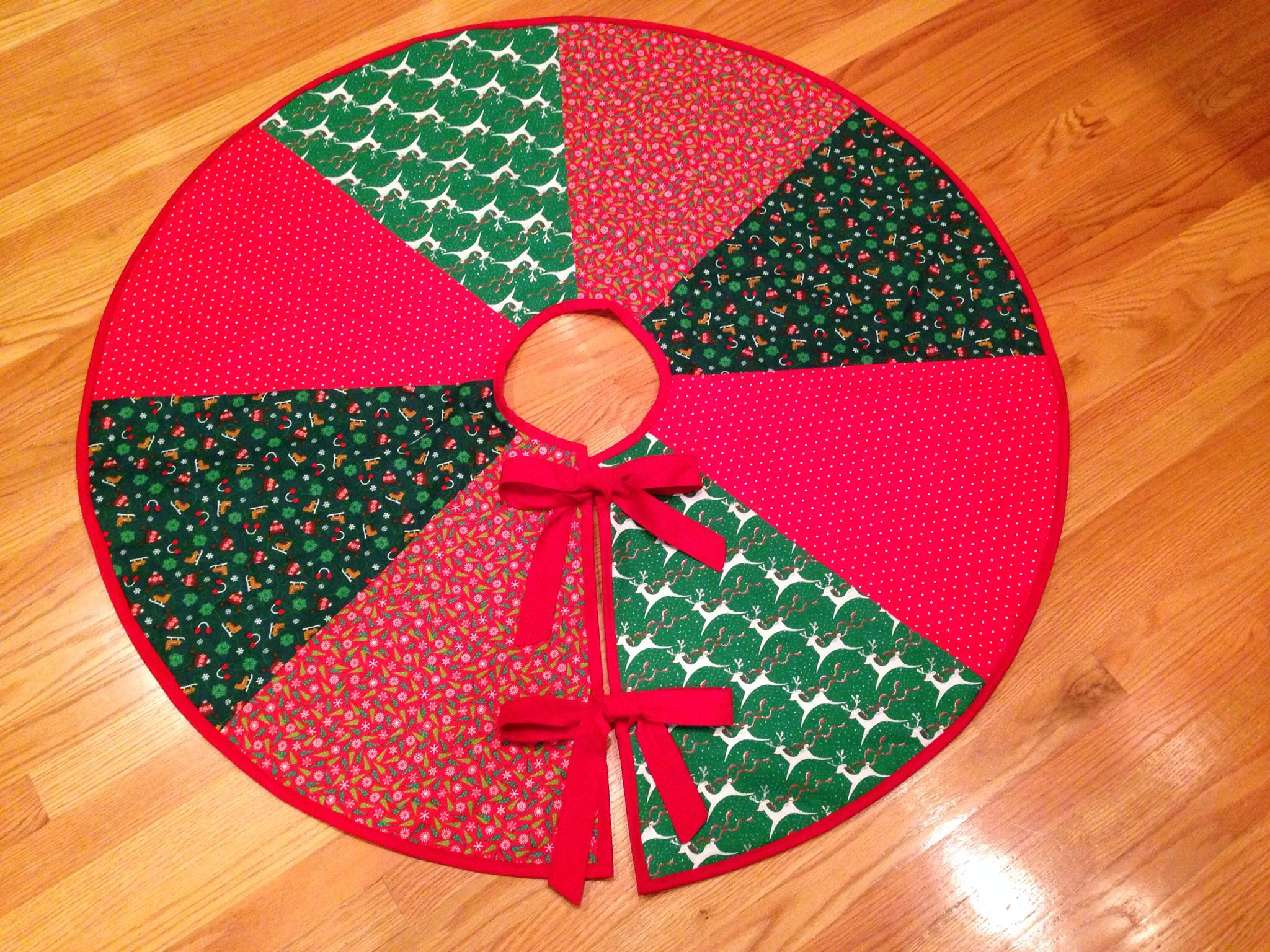 Christmas Tree Skirt DIY I used the pattern from http