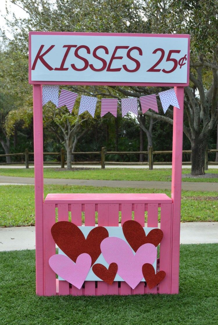 Valentines Day Kissing Booth Photography Kissingbooth