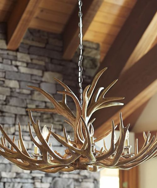 Antler Chandelier Like The Fixtures In Alpine Mountain Lodges This Has A Warm Rustic Charm