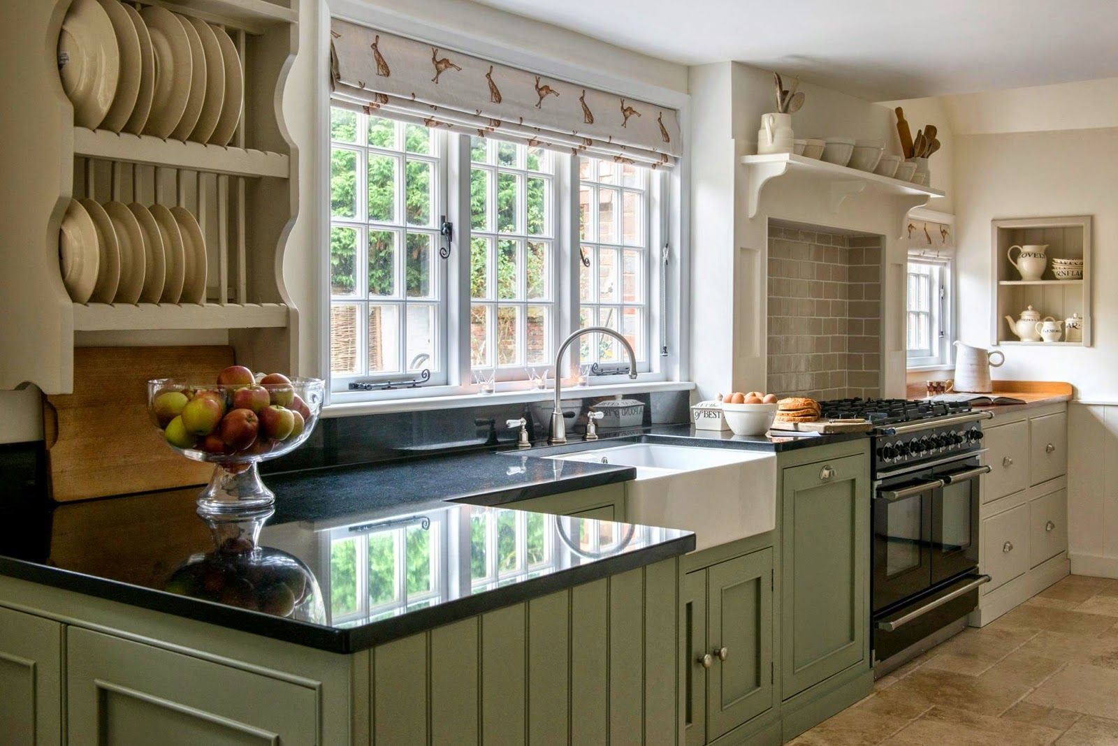 The blend of work surfaces in oak and granite in the