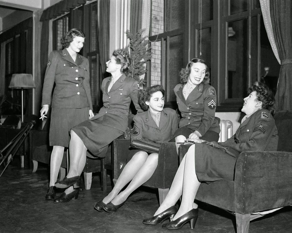 A group of WAC's pose in a lounge, Tokyo, Japan, 1947