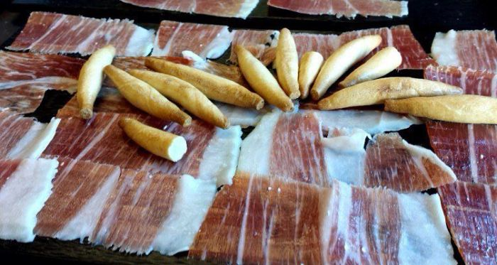 Picos de pan para acompañar al jamón ibérico de bellota. (Pinterest)